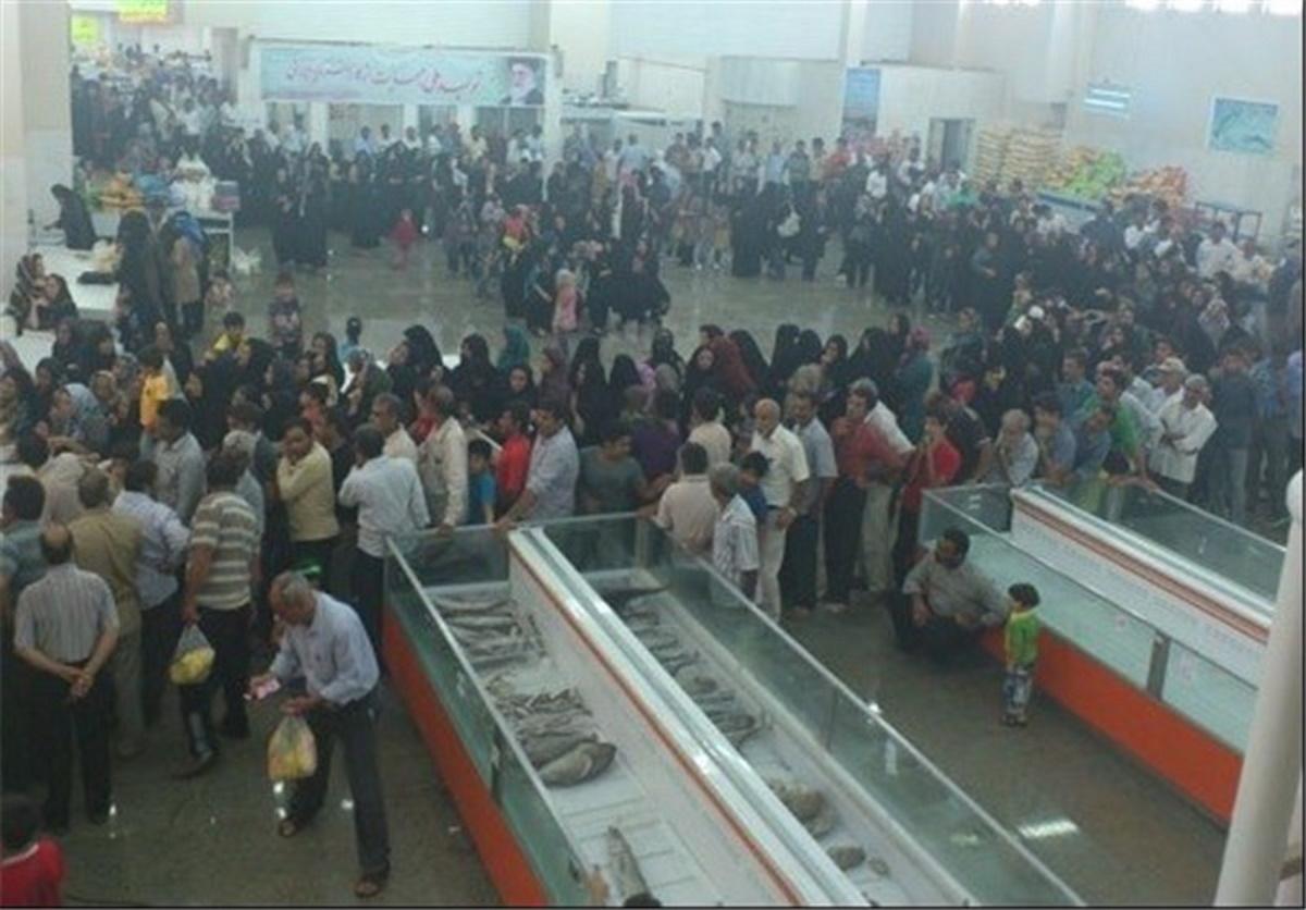 هجوم مردم برای خریدن مرغ زنده در شهرستان نیکشهر + ویدئو