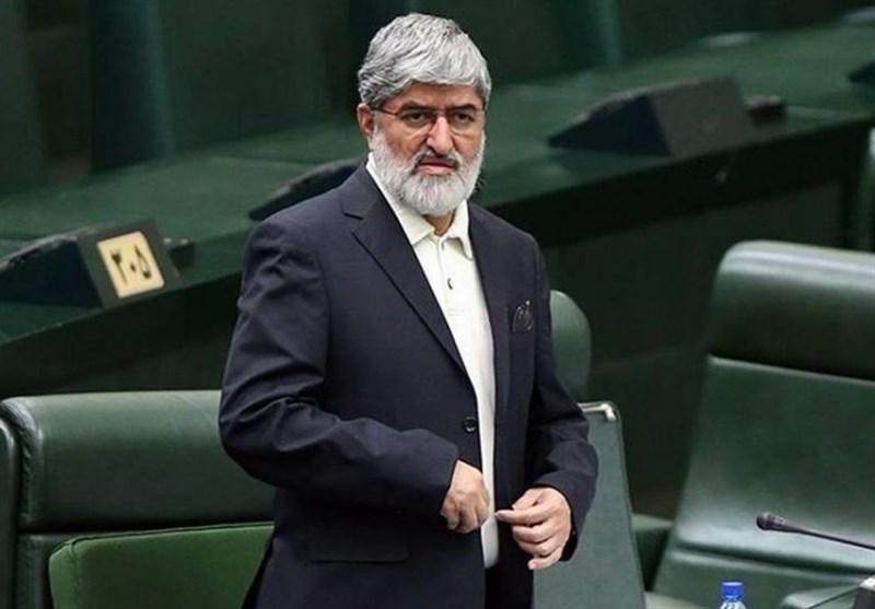 علی مطهری روز گذشته در کلاب هاوس صحبت های جنجالی در مورد حجاب و شرایط آن در غرب ایراد کرده و اعلام کرد به حجاب اختیاری اعتقادی ندارد.
