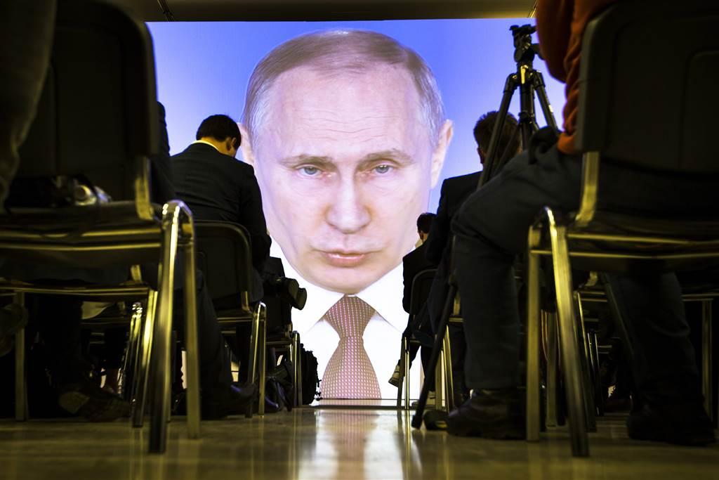 ولادیمیر پوتین رییس جمهور روسیه قانونی را امضا کرده که بر اساس آن می تواند تا سال 2036 همچنان رییس جمهور روسیه باشد.