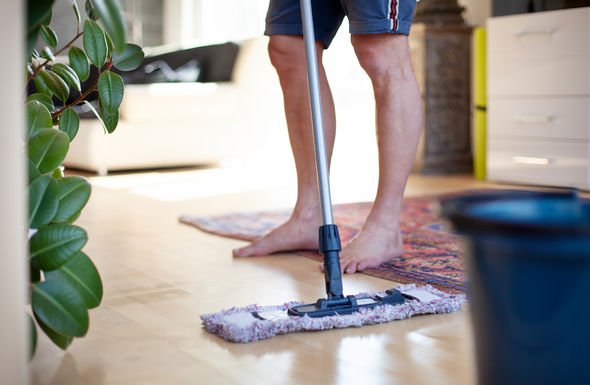 3 how to get rid of dust mopping 3022688 - چطور از گرد و خاک درون هوای خانه خلاص شویم؟