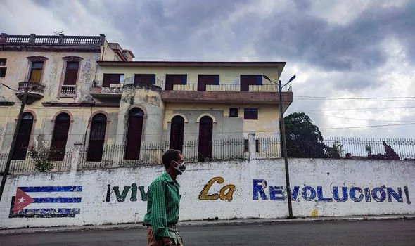رائول کاسترو ، برادر فیدل کاسترو و دبیر کل حزب کمونیست کوبا که قدرت اصلی در این کشور کمونیستی است، بزودی از مقامش کناره گیری خواهد کرد.