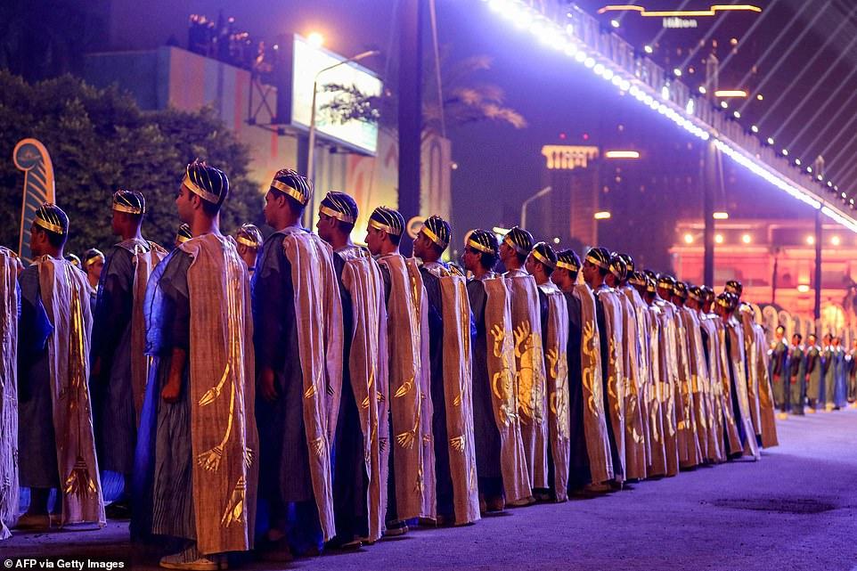 تصاویر رژه باشکوه مومیایی های فراعنه مصر باستان در خیابان های قاهره + ویدیو
