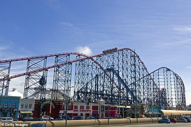 بازدید کنندگان پارک سرگرمی Blackpool Pleasure Beach در انگلیس مجبور شدند به دلیل خراب شدن ترن هوایی مشهور این پارک با ارتفاع بیش از 200 فوتی، از آن پایین بیایند.