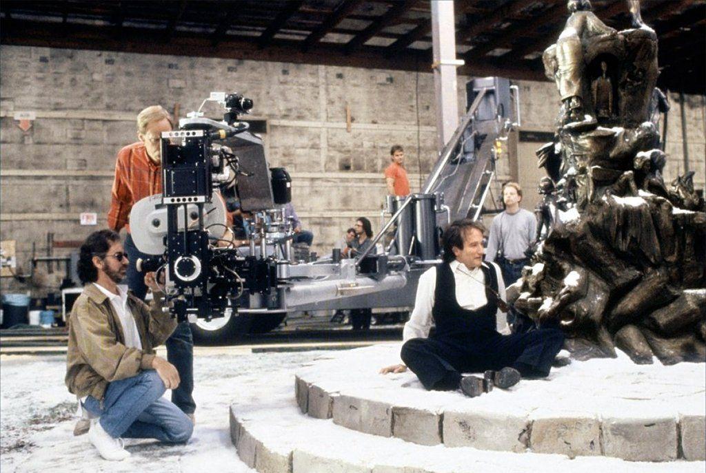 در ادامه این فهرست می خواهیم شما را با 20 فیلم مورد علاقه استیون اسپیلبرگ که به نظر او بهترین فیلم های تاریخ سینما هستند آشنا کنیم.