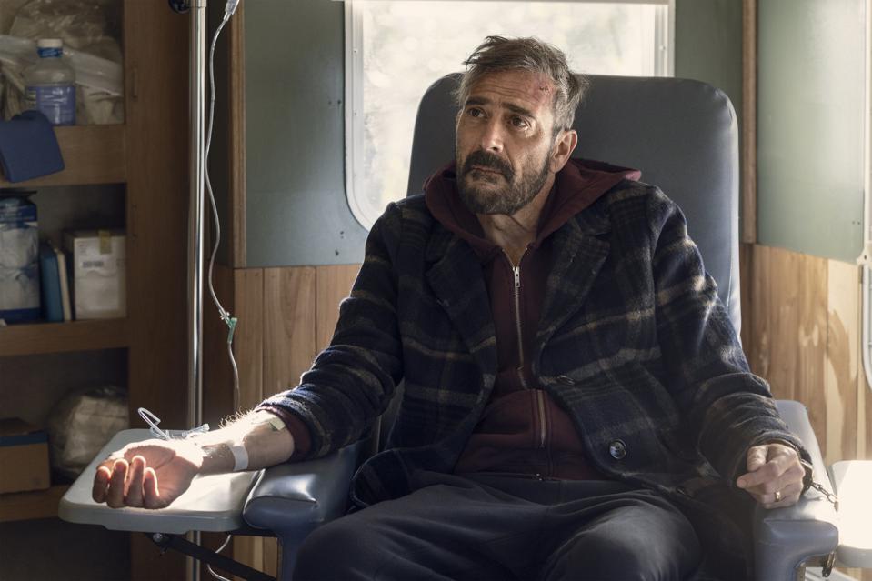 سریال The Walking Dead در نهایت تایید کرد که چند سال از زمان آخرالزمان زامبی ها و شروع داستان سریال می گذرد