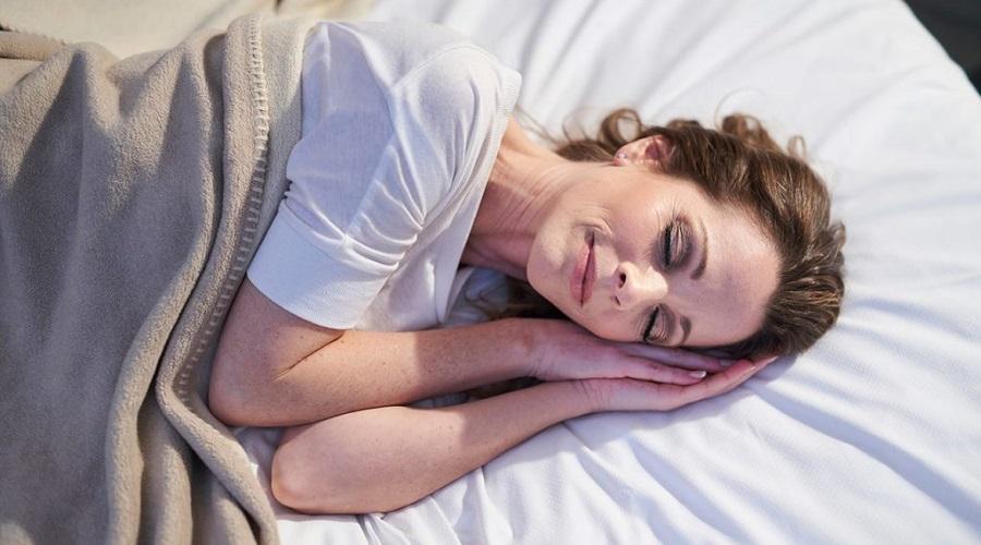 اگر دیگر بدون بالش بخوابیم چه اتفاقی برای پوست مان می افتد؟