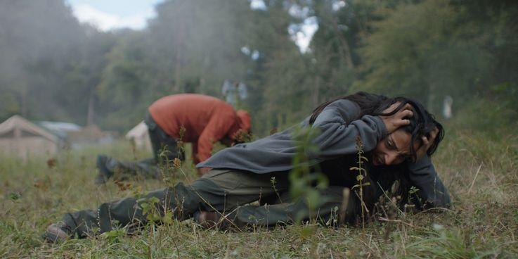 فیلم In the Earth از بسیاری از جهات یک فیلم تکان دهنده است، فیلمی که در غافلگیر کردن و ویران کردن انتظارات مخاطب بسیار بی نقص عمل می کند