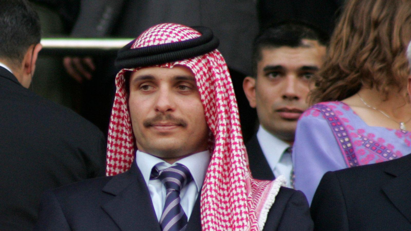 شاهزاده حمزه پسر محبوب پادشاه سابق اردن بود اما تلاش او برای بدست گرفتن قدرت دو بار توسط برادرش عبدالله دوم نادیده گرفته شد.