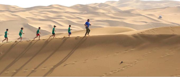 اریک کانتونا ستاره مشهور سابق دنیای فوتبال به دلیل حضور در یک فیلم پروپاگاندایی چینی در مورد اویغورها مورد انتقاد قرار گرفته است.