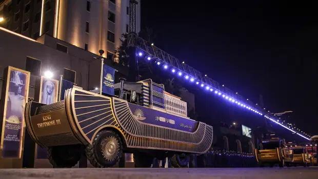 در رژه ای که «رژه طلایی فراعنه» نامگذاری شده بود شاهد انتقال مومیایی های 18 پادشاه و 4 ملکه مصر به موزه مصر در قاهره بود.