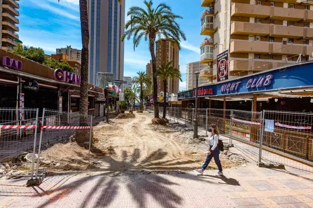 تاثیر هولناک شیوع کرونا بر منطقه تفریحی موسوم به «انگلیس کوچک» در سواحل اسپانیا