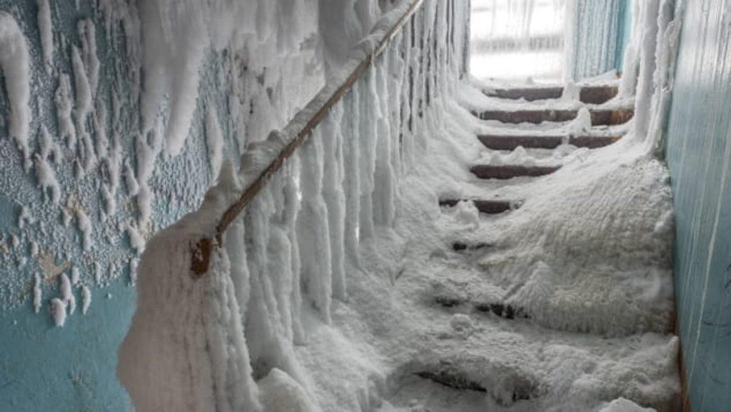 نگاهی به تصاویر شهر متروکه و یخ زده ورکوتا در روسیه
