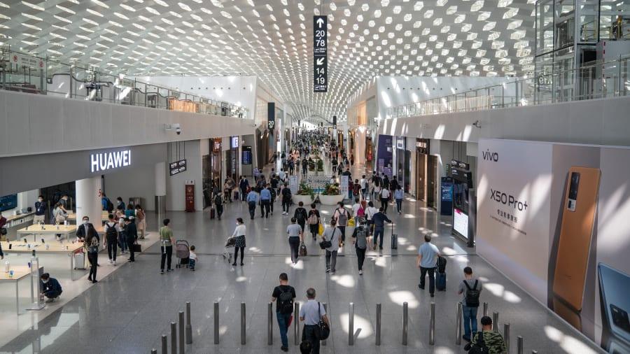 فرودگاه بین المللی هارتسفیلد- جکسون آتلانتا- بعد از 22 سال پیاپی حضور در صدر فهرست شلوغ ترین فرودگاه های جهان، به رتبه دوم نزول کرد.