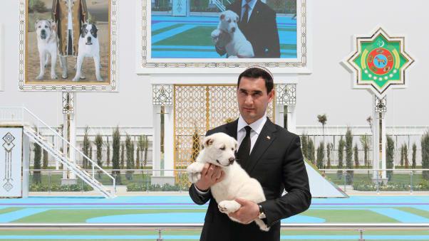 نژاد سگ آلابای که که نژادی از سگ گله آسیای مرکزی مختص ترکمنستان است، در این کشور منزوی به سمبل افتخار ملی تبدیل شده