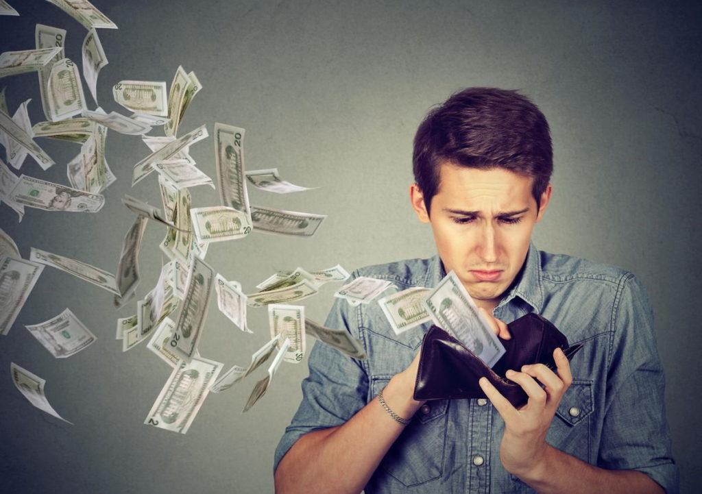 ۱۰ اشتباه مالی در جوانی که در بزرگسالی از آن ها پشیمان خواهید شد