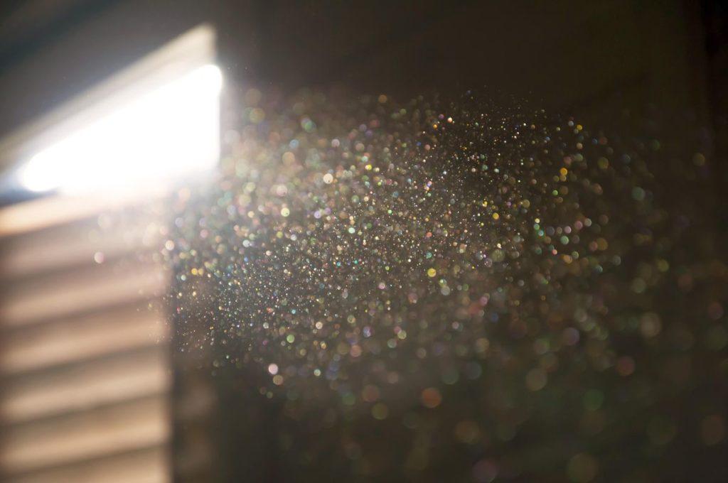 چطور از گرد و خاک درون هوای خانه خلاص شویم؟