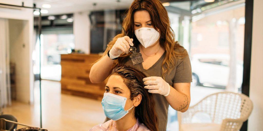 در دوران کرونا چه کارهایی را در آرایشگاه و چه کارهایی را در خانه باید انجام داد؟