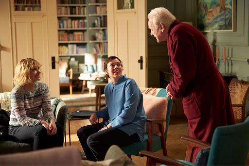 فیلم The Father در مراسم اسکار 2021 موفق شد در دو بخش بهترین بازیگر مرد نقش اول و بهترین سناریو اقتباسی را بدست آورد