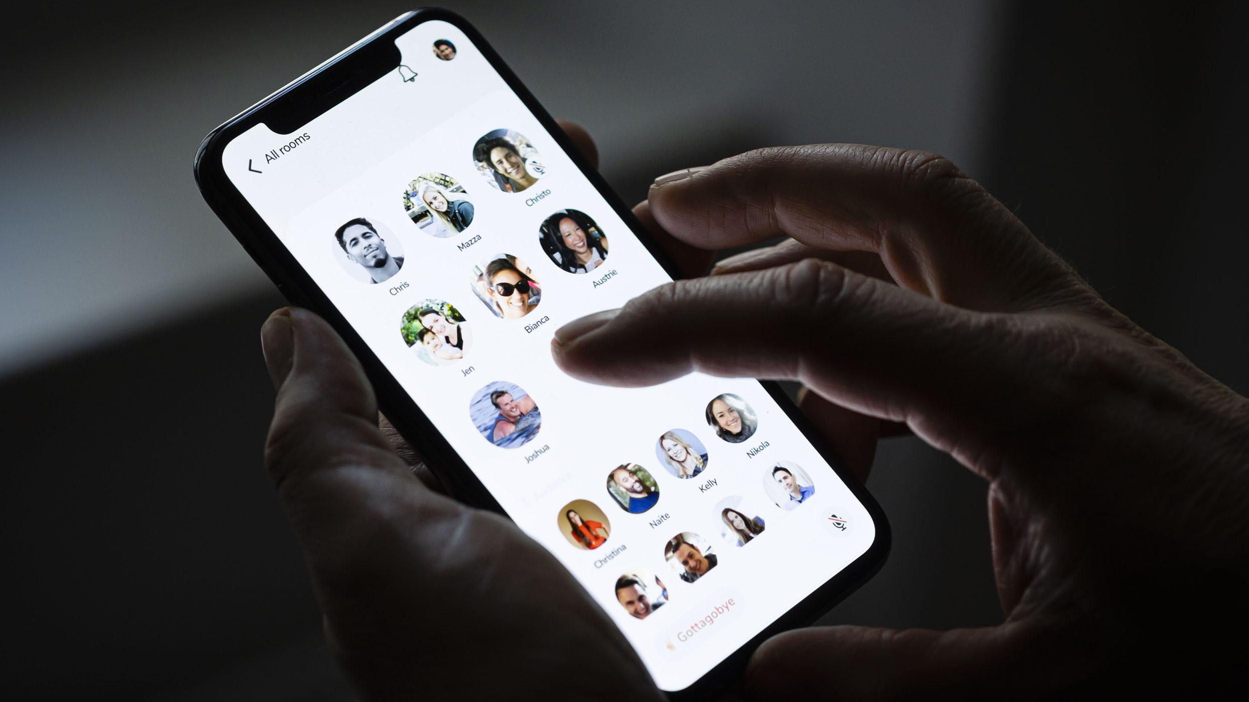 این روزها تب کلاب هاوس (Clubhouse) چنان بالا گرفته که دیگر شبکه های اجتماعی و ابزارهای چت را به شدت تحت تاثیر قرار داده است.