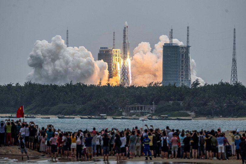 انتظار می رود یک راکت 21 تنی چینی به شکلی غیرقابل کنترل به زمین برخورد کند و این اتفاق ممکن است در مناطق مسکونی رخ دهد.