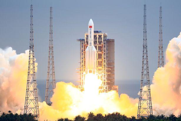 راکت ۳۰ متری از کنترل خارج شده چین و امکان برخورد آن در هر لحظه با مناطق مسکونی