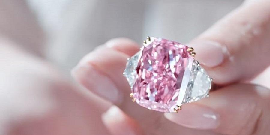 فروش الماس کمیاب شکوفه گیلاس در یک حراجی به قیمت ۲۹/۳ میلیون دلار