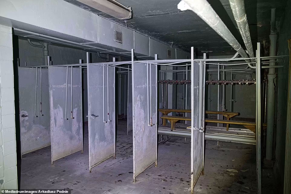 تصاویر حیرت انگیزی که به تازگی منتشر شده، دریچه ای بی سابقه و نادر را به راهروهای نیروگاه هسته ای چرنوبیل باز می کند.