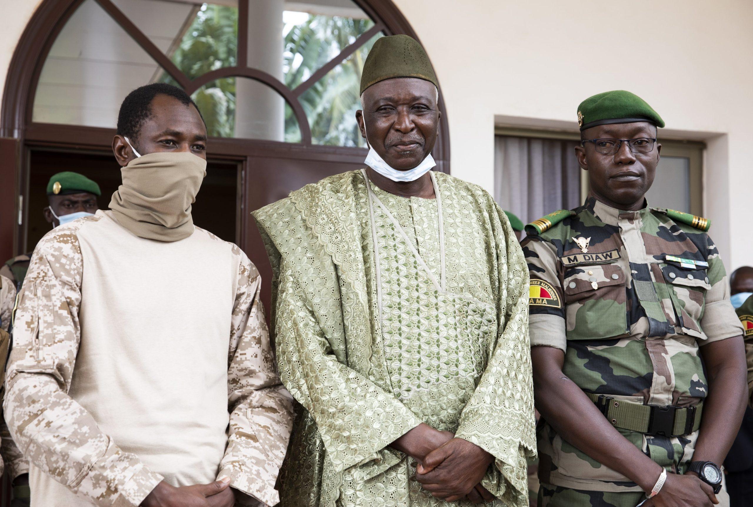 معاون انتقالی رییس جمهور مالی روز سه شنبه اعلام کرد که رییس جمهور انتقالی و نخست وزیر را از طریق کودتا خلع کرده است