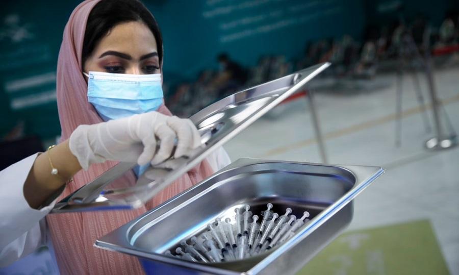 مجازات مخالفان واکسن کرونا در عربستان سعودی؛ محرومیت از خدمات عمومی و سفرهای خارجی