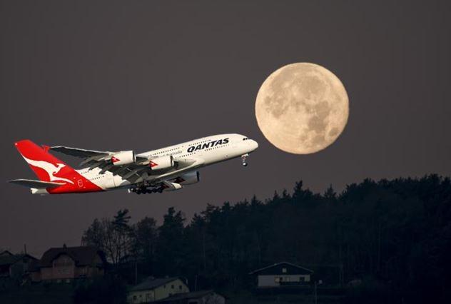 خطوط هوایی کانتاس (Qantas) یک «پرواز به ناکجاآباد» را پیشنهاد کرده است که مسافران را به تماشای یک خسوف کامل در ارتفاع 40,000 پایی می برد