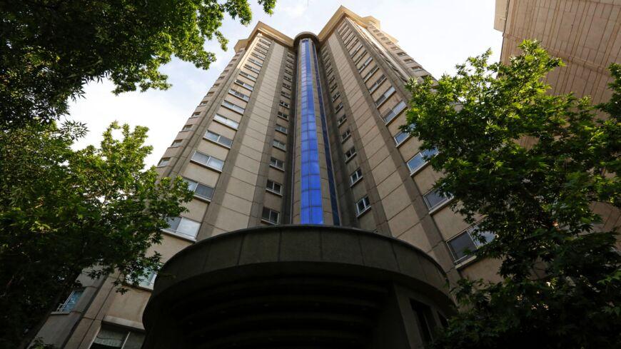 روز گذشته بود که خبر مرگ یکی از کارکنان سفارت سوییس در تهران خبرساز شد. این کارمند از برجی در کامرانیه سقوط کرده و جان باخته بود