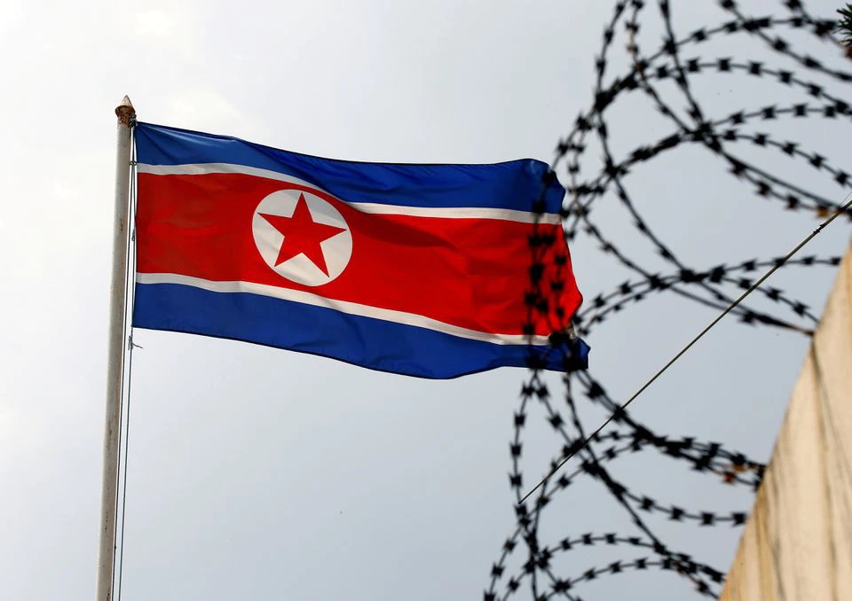 رسانه خبری رسمی دولت کره شمالی مدعی شده است که کودکان یتیم در این کشور برای کار در معادن و مزارع دولتی داوطلب می شوند.