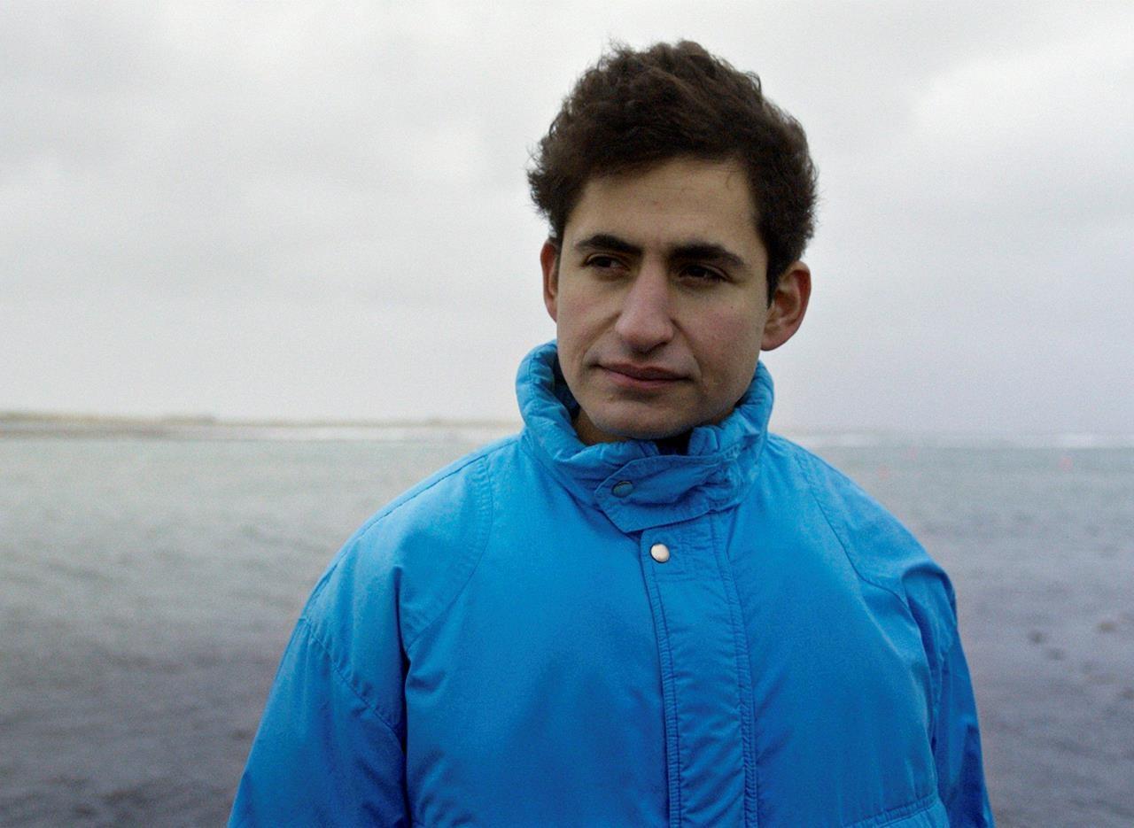 فیلم Limbo به نویسندگی و کارگردانی بن شاروک به زیبایی تجربه پناهجویان را به تصویر می کشد. این فیلم به شدت تکان دهنده و تعمق برانگیز است
