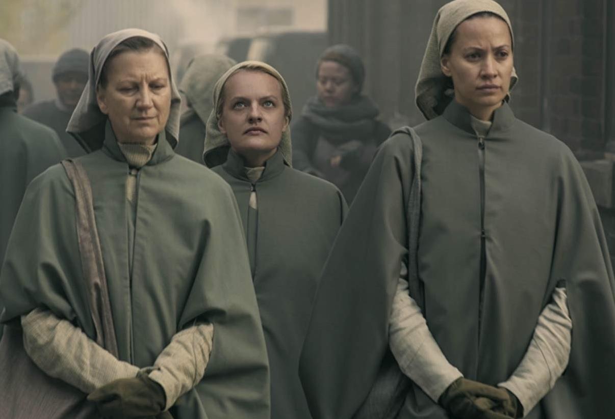 زنان در داستان سریال The Handmaid's Tale مهم ترین نقش را دارند و به دسته های مختلفی تقسیم می شوند که کدهای رفتاری و اخلاقی متفاوتی دارند