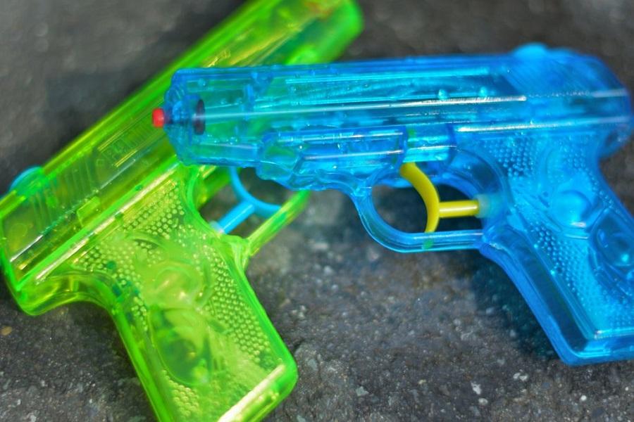 تلاش برای سرقت ۲۵ میلیون دلار با تفنگ آبپاش شفاف!