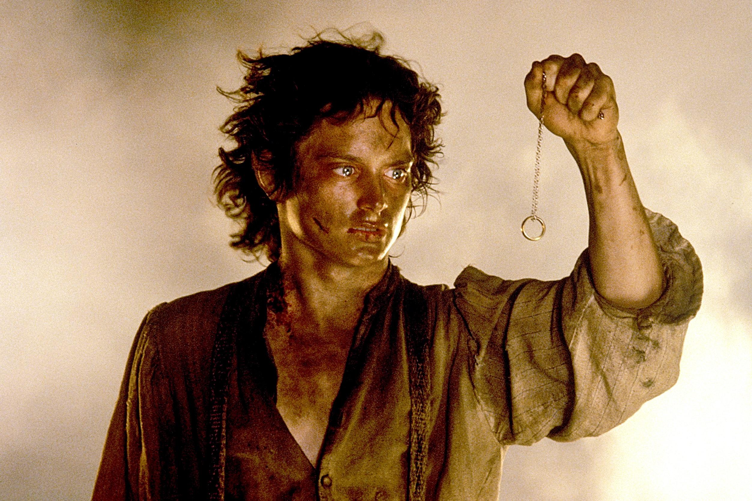سریال Lord of the Rings اکنون در حال فیلمبرداری در نیوزیلند بوده و دو اپیزود ابتدایی توسط بایونا کارگردانی خواهند شد.