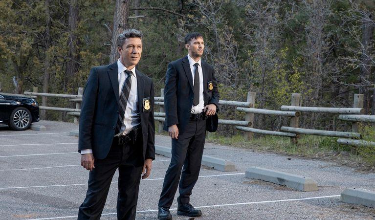 فیلم Those Who Wish Me Dead نئووسترنی که داستان گروهی در تلاش برای زنده ماندن را با داستان گروهی قاتل خونسرد و بیرحم ترکیب می کند.