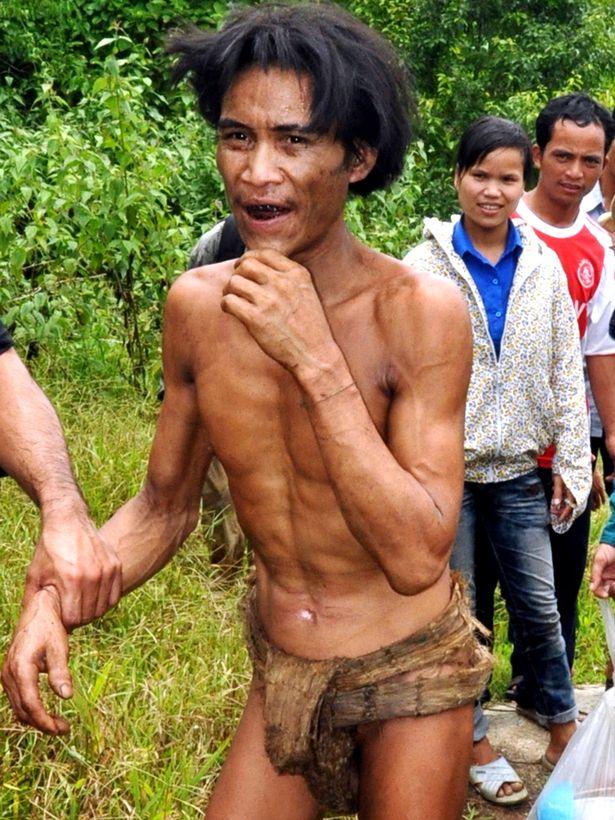 مرد 46 ساله ویتنامی ملقب به تارزان که سال ها در جنگل زندگی کرده، هیچ شناختی از زن ها نداشته و ذره ای میل جنسی در او دیده نمی شود