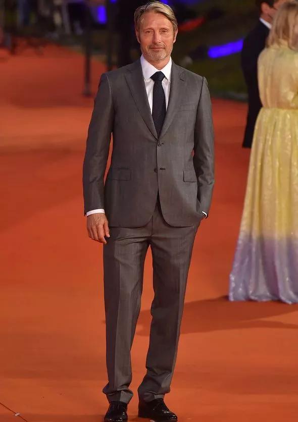 مدس میکلسن که جایگزین جانی دپ برای نقش گریندلوالد در فیلم Fantastic Beasts 3 شده می گوید که تقلید بازی او یک نوع خودکشی است
