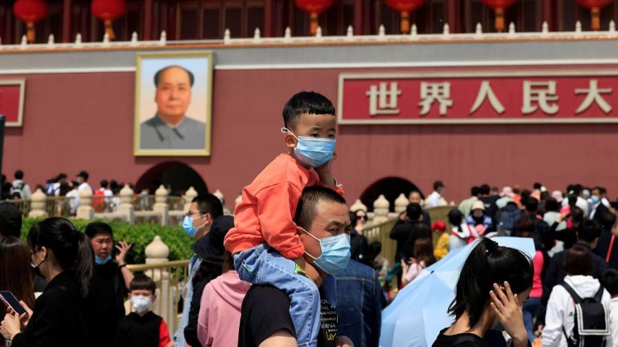 پس از کاهش چشمگیر زاد و ولد، دولت چین اعلام کرده است که به زوجین اجازه خواهد داد تا سه فرزند داشته باشند.