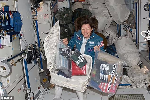 برند Tide در همکاری با ناسا قصد ارسال یک شوینده ویژه به ایستگاه فضایی برای تمیز کردن لباس های فضانوردان در فضا را دارد