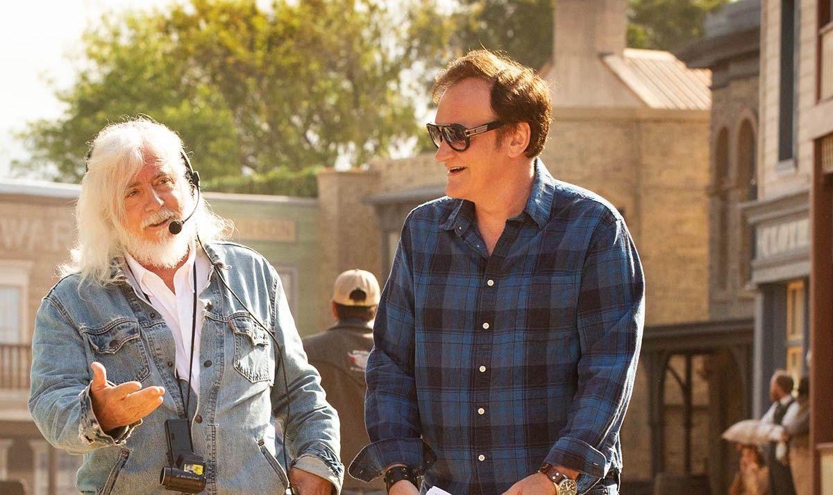Quentin Tarantino and Bob Richardson on Once Upon a Time in Hollywood set.jpg - چرا کوئنتین تارانتینو گفته است پس از ساخت فیلم دهم خود بازنشسته خواهد شد؟