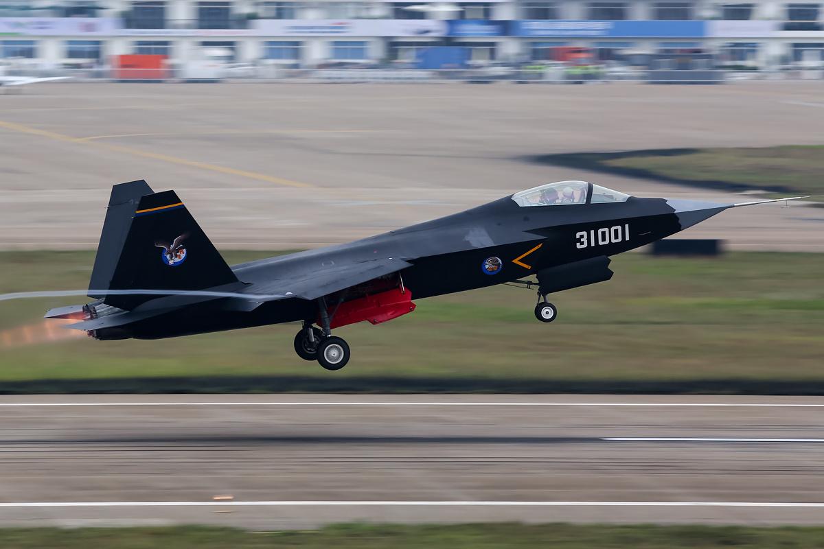یک جنگنده چینی موسوم به FC-31 Gyrfalcon که قبلاً با نام J-31 شناخته می شد در حال طی کردن آخرین مراحل آزمایشی در ووهان است