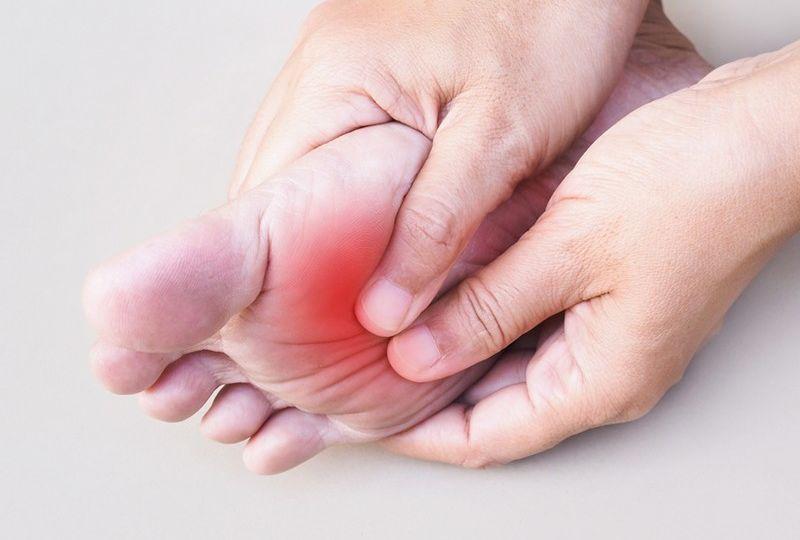 شاید شما نیز از جمله کسانی باشید که دستکم چند بار تجربه داغ شدن کف پا و احساس سوزش در این منطقه از بدن را داشته اید.