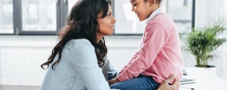 چه زمانی با دخترم در مورد پریود صحبت کنم