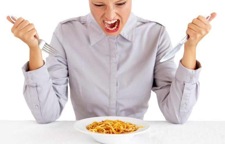 ۱۰ روش برای جلوگیری از اشتهای کاذب و کنترل غذا خوردن
