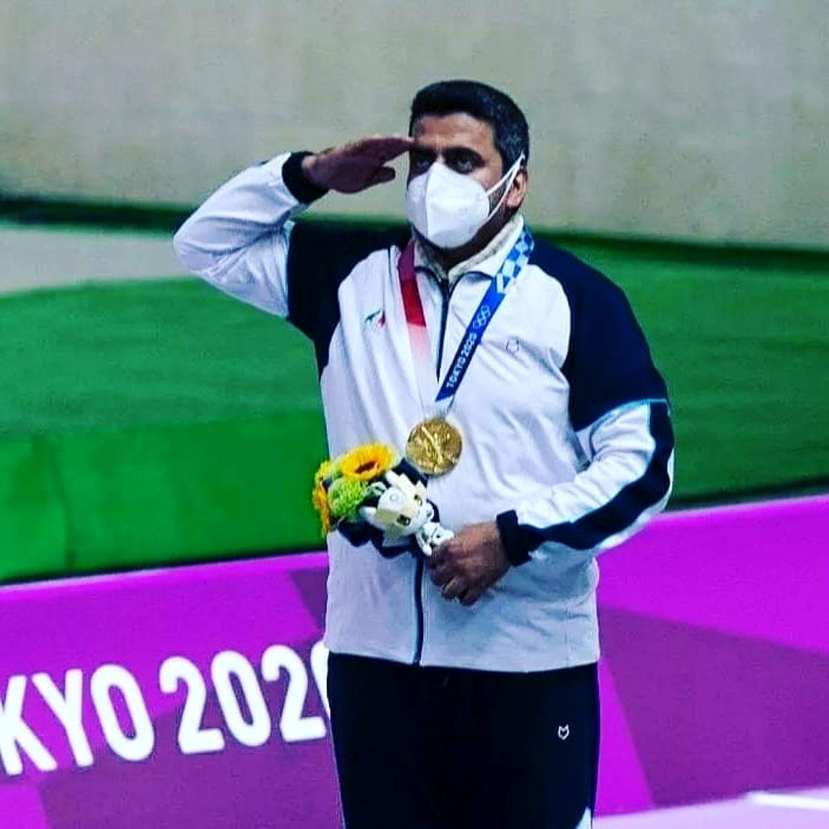 جواد فروغی نامی است که در روزهای اخیر با کسب مدال طلای المپیک در توکیو در رشته تیراندازی با تپانچه 10 متر مردان خبرساز شد.