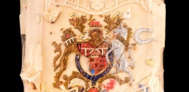 حراج قطعه ای از کیک عروسی شاهزاده انگلیس و همسرش