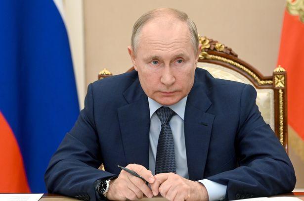 به ادعای روس ها، سیستم دفاع هوایی S-500 می تواند در فاصله ای بیش از 375 مایلی با موشک های بالستیک و 310 مایلی با هواپیماهای دشمن درگیر شود.