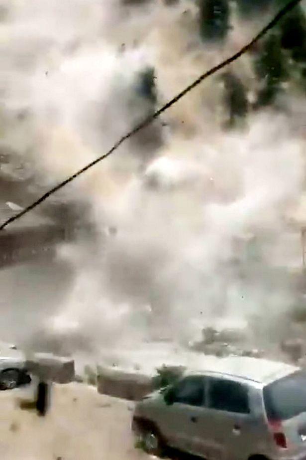 یک رانش زمین آخرالزمانی و ترسناک در هند باعث مرگ 9 نفر از جمله تعدادی گردشگر و زخمی شدن سه نفر دیگر شده است.